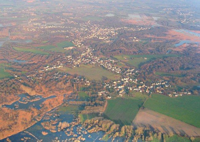 vue aerienne #2 de la Chapelle Des Marais