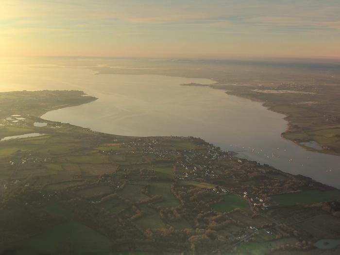 vue aérienne de l'estuaire de la Vilaine au soleil couchant