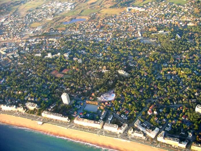 vue aerienne de l'Aquabaule et la Tour St-Clair