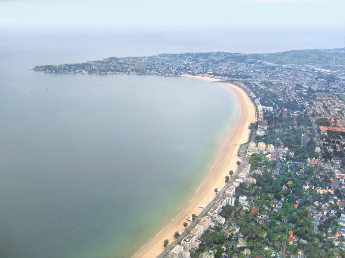 vue aerienne de la plage de La Baule vers le Pouliguen