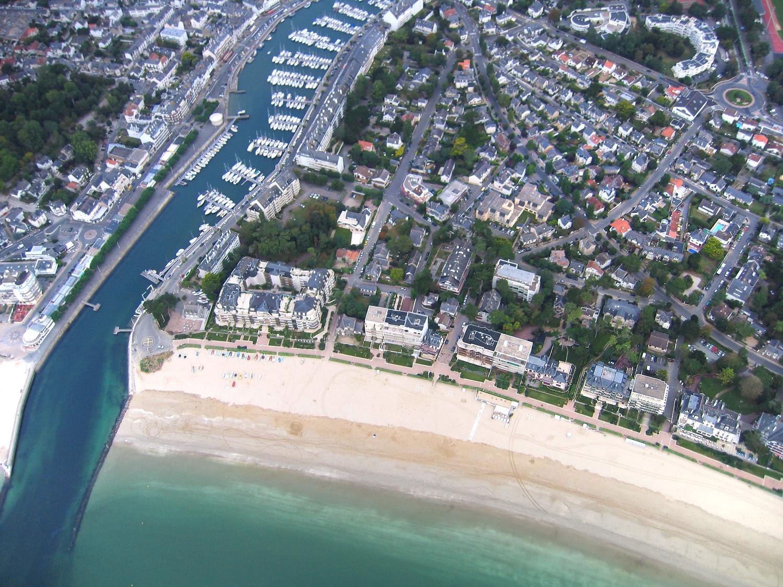 vue aerienne #2 du port de plaisance de La Baule et de la plage Benoit