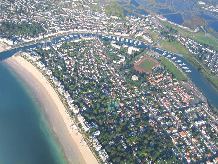 vue aerienne #1 du port de plaisance de La Baule et de l'esplanade Benoit