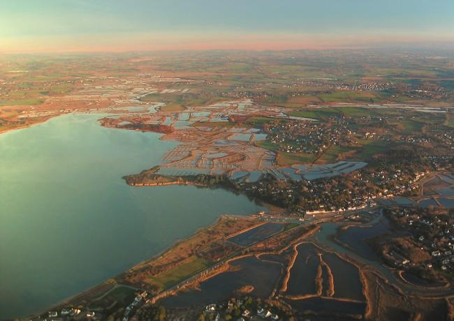vue aérienne de Mesquer et Saint-Molf et des Marais Salants du Mès